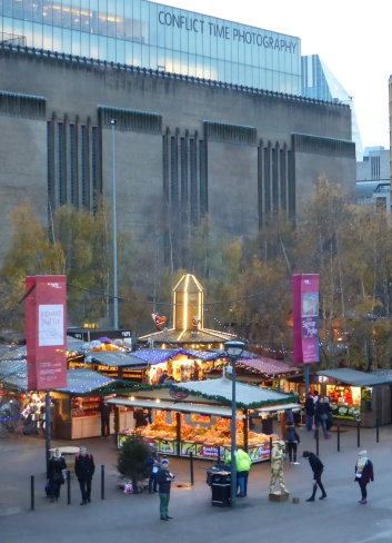 Christmas Market in front of Tate Modern - Millenimum Bridge
